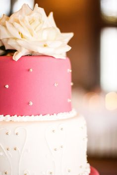 Traditional Ballroom Wedding at The University Club Cupcakes, Cupcake Cakes, Pretty Cakes, Beautiful Cakes, White And Gold Wedding Cake, Fondant, Traditional Wedding Cakes, Buttercream Wedding Cake, Butterfly Cakes