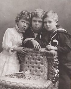 vintage-royalty:    Mary, David, and Bertie being adorable yet sad.