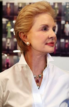 14 Times Carolina Herrera Proved That A White Blouse and Jewels Are The Chicest Combination Mature Fashion, Fashion Over 50, Timeless Fashion, Peinados Pin Up, Advanced Style, Ageless Beauty, Classic Outfits, White Fashion, Real Women