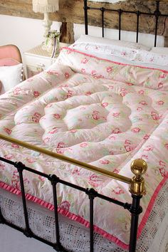 Vintage Home - Beautiful Pink Roses Double Eiderdown.