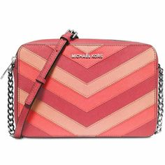 """SALE!!! BRAND NEW MK Chevron Crossbody Beautiful brand new Michael Kors Jet Set Chevron Large East West Crossbody. 100% authentic. Saffiano leather; lining; polyester. Adjustable strap 23"""" - 25"""" drop. Silver tone hardware. Three inside pockets. No damages or stains. No trades. MICHAEL Michael Kors Bags Crossbody Bags"""