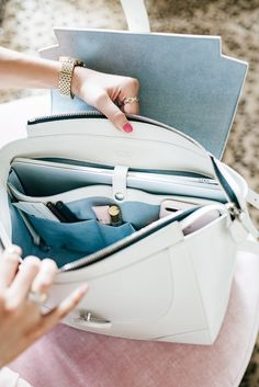 What's Inside My Bag Pink Peonies // White Satchel for Summer Best Bags For College, College Bags, Types Of Handbags, Cute Handbags, University Bag, Inside My Bag, What's In My Purse, Work Bags, Work Purse