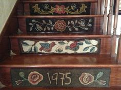 Stair risers hooked by Cindi Gay Punch Needle Patterns, Rug Hooking Patterns, Hand Hooked Rugs, Penny Rugs, Wool Applique, Yarn Needle, Animal Design, Stair Risers, Stairs