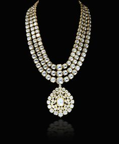 A regal #uncut #diamonds #necklace with an eye catching drop #pendent