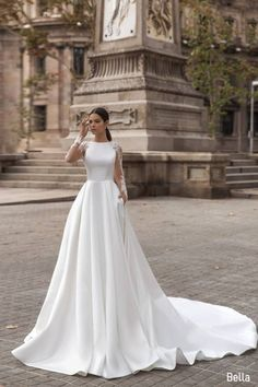 Queen Wedding Dress, Queen Dress, Classic Wedding Dress, Wedding Dress Sleeves, White Wedding Dresses, Plain Wedding Dress, Tulle Wedding, Gown Wedding, Long Sleeve Bridal Dresses