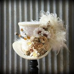 Mini Top Hat Ivory and Off White Flower Hat Alice in Vintage Tea Parties, Mad Tea Parties, Vintage Party, Steampunk Hat, Steampunk Wedding, Mad Hatter Birthday Party, Elmo Party, Wonderland Party, Alice In Wonderland