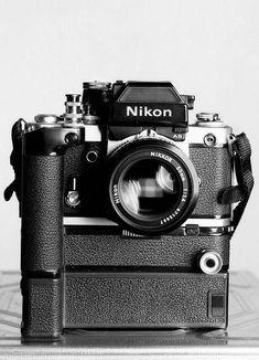 Camera Nikon - Shooting Great Photos Is Simply A Few Tips Away Antique Cameras, Old Cameras, Vintage Cameras, Nikon Cameras, Camera Hacks, Camera Gear, Camera Rig, Camera Zoom Lens, Video Camera