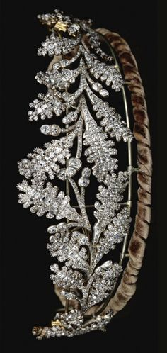 DIAMOND TIARA, EARLY 19TH CENTURY  Designed as two confronting sprays of oak leaves tapering from the centre, set throughout with old mine diamonds,