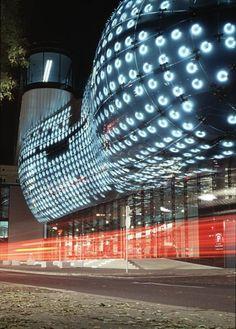 The Kunsthaus Graz at night showing the BIX media Façade