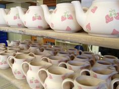 Yarmouth, UK: Hand made and hand decorated Chessell strawberry teapots