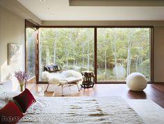 Modern Sagaponac House Bedroom Interior Design by Tsao & McKown. Yoga Decor, Interior Architecture, Interior And Exterior, Interior Design, Beautiful Architecture, New York Homes, Modern Windows, Big Windows, Large Bedroom