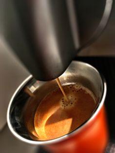 Guten Morgen…wenn es draussen nass und dunkel ist, hilft ein #Kazaar #Kaffee von @Nespresso #whatelse