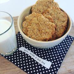 Glutenfrie havrekjeks | Pappa uten gluten Banana Bread, Parmesan, Cookies, Baking, Desserts, Food, Image, Alternative, Crack Crackers