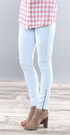 These leggings are an absolute MUST HAVE! They are so stretchy and soft. They look great on everyone and fit amazing. We love the ankle zipper detail and edgy moto style feel. They will instantly become a fast favorite of yours. You will want them in every color, trust us. The fit is amazing and not only are they stylish but they are also extremely comfortable! We love the high quality stretch denim fabric.Sizing: Small 0-4Medium 6-8Large 10-12Inseam...