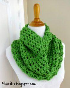Cilantro Crochet Cowl Free Crochet Pattern @Jennifer / Fiber Flux