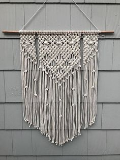 57 ideas for wall hanging macrame decor Large Macrame Wall Hanging, Macrame Plant Hangers, Bohemian Tapestry, Diy Wall Art, Wall Decor, Macrame Projects, Macrame Patterns, Custom Wall, How To Antique Wood