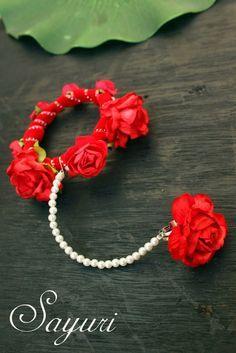 Flower Jewellery For Mehndi, Flower Jewelry, Chain Jewelry, Gold Jewelry, Jewlery, Bridal Accessories, Wedding Jewelry, Rakhi Design, Wedding Bracelet