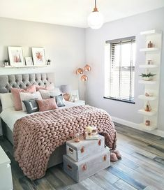 Best 27 Room Decor Bedroom Design Ideas For Your Inspiration Teen Bedroom Designs, Bedroom Decor For Teen Girls, Cute Bedroom Ideas, Teen Room Decor, Room Ideas Bedroom, Small Room Bedroom, Home Bedroom, Bedroom Inspo, Bedroom Ideas For Small Rooms For Teens For Girls