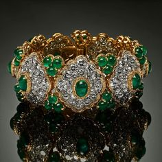 Circa 1960 from our Everlasting Jewels here is a magnificent Van Cleef & Arpels emerald and diamond bracelet, on display in our Forte dei Marmi summer boutique from #VeschettiCollection