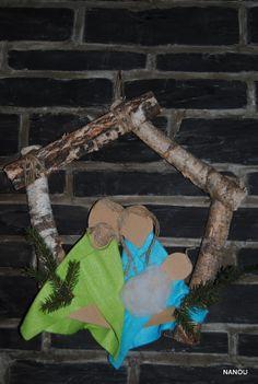 crèche carton feutrine et cadre en branches !!!!