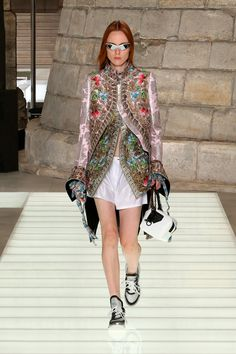 094f146cc1 A look from the Louis Vuitton Women's Spring-Summer 2018 Collection  ニコラ・ジェスキエール,