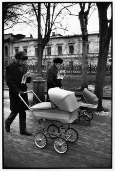 Henri Cartier-Bresson SOVIET UNION. Moscow. Sunday morning on Avenue Gogol. 1972. Image Reference PAR19162 (HCB1972021W13038/14) © Henri Cartier-Bresson/Magnum Photos