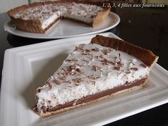 Chocolate tart and coconut mousse - 4 girls in the kitchen - CHOCOLATE PIE / COCONUT (Paste: 120 g of soft butter, 80 g of icing sugar, 1 vanilla pod, 25 g of a - No Cook Desserts, Easy Desserts, Delicious Desserts, Yummy Food, Sweet Recipes, Cake Recipes, Dessert Recipes, Mousse Coco, Chocolate Pies