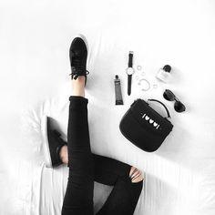 How-To style Gorgeous Flay-Lays - Goteo Flat Lay Photography, Lifestyle Photography, Shoe Photography, Instagram Shoes, Book Instagram, Flat Lay Inspiration, Estilo Blogger, Flatlay Styling, Minimal Chic