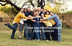 Photographing Large Families – 5 tips to a successful session! | Jasmyn Anderson Photography http://www.jasmynkatephotography.com/2014/04/02/photographing-large-families-5-tips-to-a-successful-session/