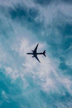 Photography Discover New travel plane airplane sky Ideas New travel plane airplane sky Ideas Wallpaper Sky, Aesthetic Iphone Wallpaper, Aesthetic Wallpapers, Wallpaper Backgrounds, Airplane Wallpaper, Travel Wallpaper, Airplane Photography, Travel Photography, Lifestyle Photography