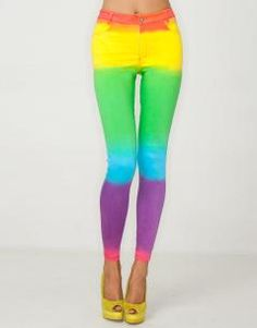Printed statement stretch denim Motel skinny jeans in our multi-coloured 'Rainbow Fade' gradient. Team these ombré rainbow stripe jeans with ankle boots and a sheer crop top for a bold look. Jordan Jeans, Tie Dye Pants, Mein Style, Printed Skinny Jeans, Taste The Rainbow, Striped Jeans, Swagg, Stretch Denim, Passion For Fashion