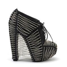 Unchain my shoe...wild Iris van Herpen X United Nude #shoeoftheday