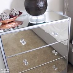 Im gonna try this 🤗 Glam Up Your Nightstand het zelf handwerken de interior diy videos Furniture Projects, Furniture Makeover, Home Projects, Diy Furniture Videos, Diy Videos, Painted Furniture, Diy Mirrored Furniture, Diy Home Decor, Household