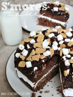 S'mores Cake: Moist chocolate cake, gooey, melty marshmallows, crumbled graham crackers, and a drizzle of chocolate. It's the perfect summer dessert! Summer Desserts, No Bake Desserts, Just Desserts, Delicious Desserts, Dessert Recipes, Dessert Food, Dessert Ideas, Yummy Food, Pear And Almond Cake