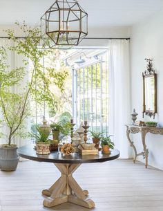 European farmhouse interior design inspiration and beautiful French farmhouse decor in a California home by Giannetti Home. French Style Homes, Country Style Homes, Patina Farm, Steel Windows, Steel Doors, French Farmhouse, Farmhouse Interior, Farmhouse Decor, Farmhouse Design