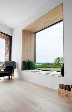 Ventanas peculiares. Las ventanas son una de los elementos arquitectónicos más importantes en una vivienda. Según se diseñen éstas definirán con un carácter u otro tanto el aspecto exterior como el interior de un edificio. Es por eso que los arquitectos diseñamos con mucho mimo las ventanas y, en muchas ocasiones, se conciben como verdaderas esculturas y