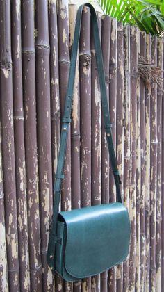 #Pine #BigStefanie, #Chiaroscuro, #MadeInIndia, #PureLeather, #Handbag, #Bag, #WorkshopMade #Leather #Sling #ShoulderBag #Casual #Vintage #Emerald #Green #Artisanal #Jade #Sling #ShoulderBag http://chiaroscuro.in/collections/shoulder-bags/big-stefanie