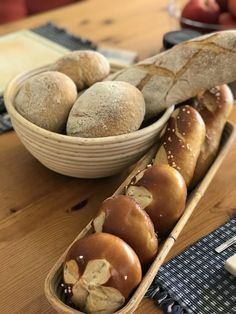 Bauernwecken - Breadbull - posted by www. Kefir, Bread, Food, Bread Baking, Play Dough, Food Food, Rezepte, Breads, Bakeries