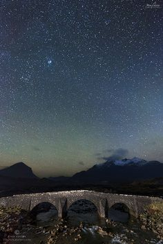 A starry night over the Cuillin mountains and the Old Bridge at Sligachan - Isle of Skye, Scotland The Places Youll Go, Places To See, Beautiful World, Beautiful Places, Old Bridges, Scottish Highlands, Highlands Scotland, Scotland Castles, Scotland Uk