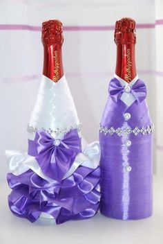 We have collected some awesome wedding bottle decor ideas. It will make your wedding table decorations perfect. Check out these wedding bottle DIY ideas on a budget to get some help. Wedding Wine Glasses, Wedding Wine Bottles, Champagne Bottles, Wine Bottle Crafts, Bottle Art, Banquet Centerpieces, Bottle Candles, Wine Decor, Wedding Table