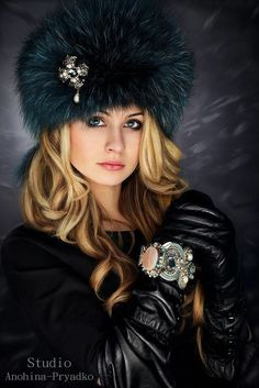 Russian Hat, Hats For Women, Clothes For Women, Trendy Hoodies, Fur Headband, Chic Fashionista, Fur Accessories, Black Leather Gloves, Glamour