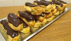 Eclairs-com-recheio-de-doce-de-ovos-e-cobertura-de-chocolate