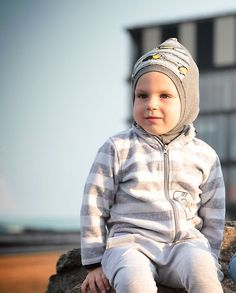 Want to be sure that Your child neck will be safe from wind or cold ? This fall helmet is the thing Your really like and love. Absolutely easy to use, natural fabrics. Baby Boy Fashion, Hipster Fashion, Unisex Fashion, Toddler Fashion, Kids Fashion, Newborn Outfits, Toddler Outfits, Kids Outfits, Kids Beanies