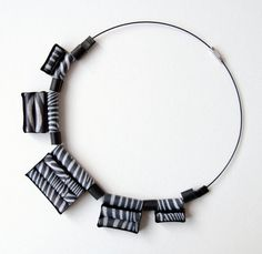 Collana girocollo in carta zebrata di Egeo su Etsy, €28.00