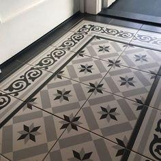 Charlotte-Georgette - Home Decor Flooring Entryway Tile Floor, Tiled Hallway, Victorian Hallway, Victorian Tiles, Hall Flooring, Best Flooring, Hall Tiles, Porch Tile, Grey Hallway