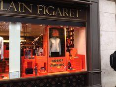 A la boutique de La Madeleine, robot géant en vitrine! #noel #cadeaux