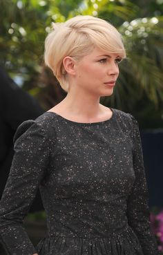 New Ideas For Hair Cuts Pixie Long Michelle Williams Pixie Hairstyles, Pixie Haircut, Pretty Hairstyles, Woman Hairstyles, Short Hair Cuts, Short Hair Styles, Long Pixie, Haircut And Color, Great Hair