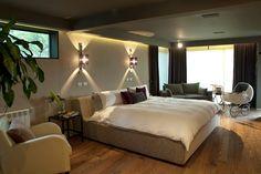 Existen muchas maneras de decorar las recámaras con lámparas e iluminación. Por ello, en el libro de hoy, veremos diseños de lámparas ideales para la recámara. ¡Toma nota de estas ideas de iluminación en la decoración de las recámaras! #Iluminación #Recámara Ideas Para, Carne Asada, Bed, Hotels, Furniture, Google, Design, Home Decor, Design Hotel