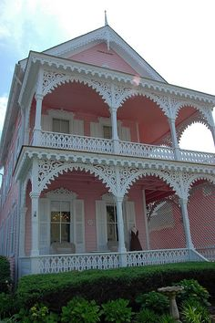Victorian pink house in Cape May, NJ Pink Houses, Little Houses, Old Houses, Dream Houses, Victorian Architecture, Amazing Architecture, Beautiful Buildings, Beautiful Homes, Victorian Style Homes