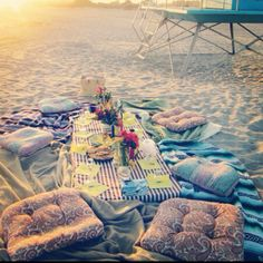 Beach Picnic: Sweet Friends, Good Food, Summer Love https://www.hotelscombined.fr/Place/Reunion.htm?a_aid=150886